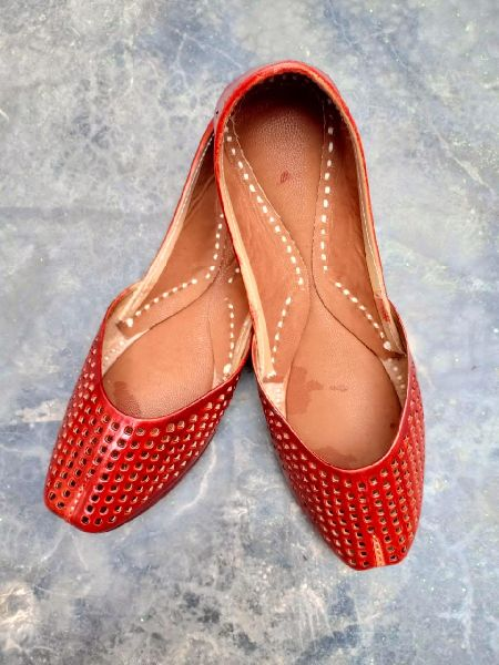 Ladies Red Leather Mojari