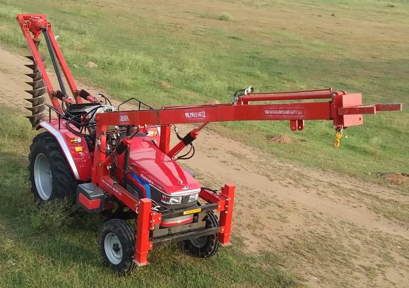 TRACTOR CRANE WITH HYDRAULIC POST HOLE DIGGER (GKTCHPHD)