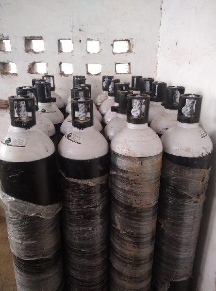 bouteille d'oxygène industrielle par AMBA OXYGEN, bouteille d'oxygène industrielle, INR 8.60 k / Mètre cube ( Approx ) |  ID - 5699640