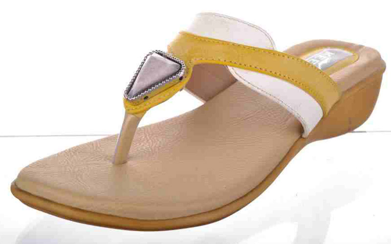 e7be54e484ce55 T Shape Low Heels Ladies Slippers Manufacturer   Manufacturer from ...