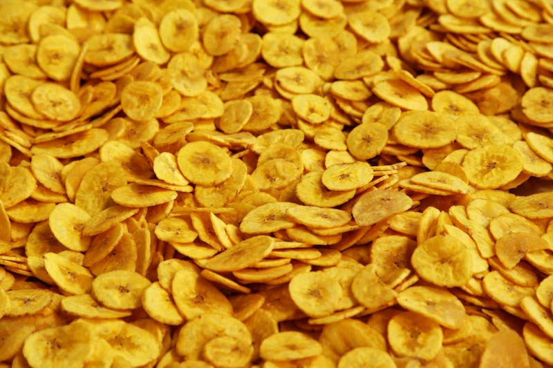 banana chips How to dehydrate bananas dehydrating bananas is a surprisingly easy and versatile process sticky or crispy, healthy or greasy, chips, wedges, or fruit leather — you can make all kinds of snacks using just about any heat source available.