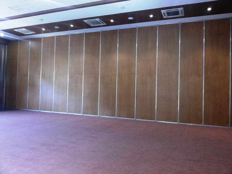 Acoustic sliding folding partition manufacturer in uttar for Acoustic folding partitions