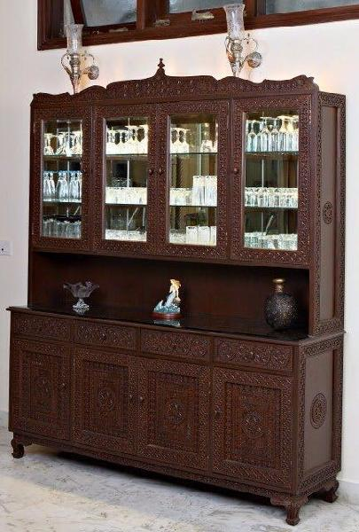 Merveilleux Crockery Cabinet