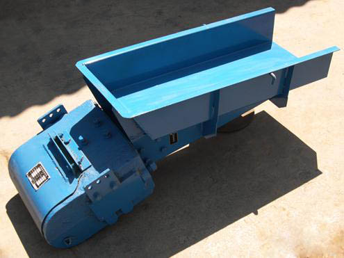 gz series electromagnetic vibrating feeder E4 new electromagnetic vibratory feeder price working of vibrating feedermbbain working principle of three types vibrating essay on gz series electromagnetic vibrating feeder vibrating feeder is widely used in crushing, screening.