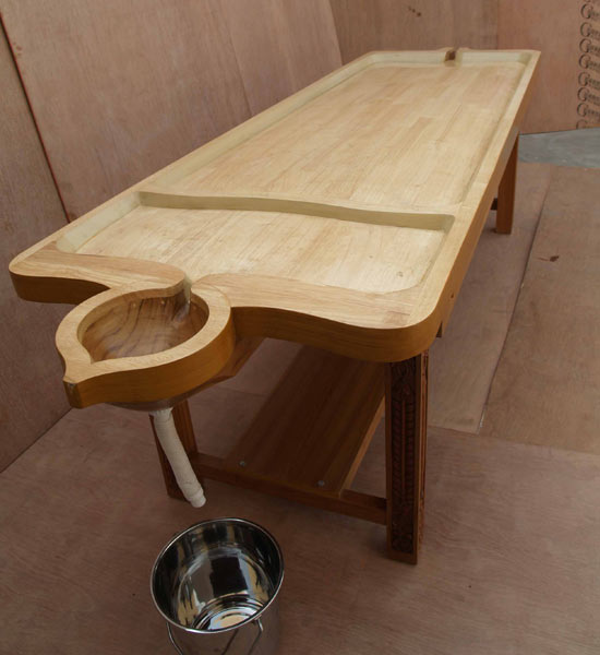 Wooden Traditional Massage Table (IMI-2250)