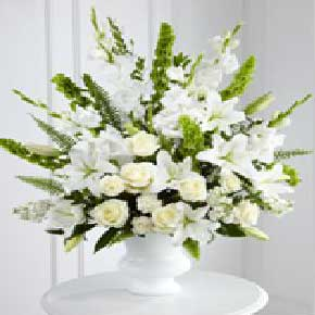 20 White Rose With 20 White Glandules Bunch (20 White Rose With 2)