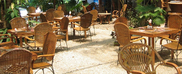 riserts tungkol sa hotel and restaurant management Canada's hotels, resorts and restaurants are world-renowned, and their standards have become global benchmarks to which many successful organizations aspire the basis of our unique hotel, resort and restaurant management courses are these standards.
