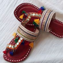 Ethnic Embroidery Women Mojari