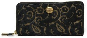 Ri2k Women Black Genuine Leather Wallet  (12 Card Slots)
