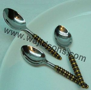 Silver Metal Cutlery With Plastic Handle