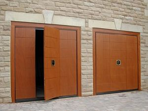 LUXURY RESIDENTIAL GARAGE DOORS