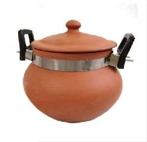 Remi Clay Curry Pot