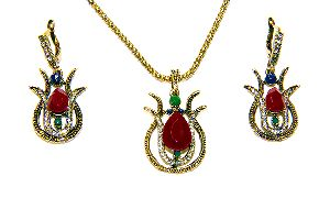 Gold Plated Vintage Style Turquoise Pendant Set