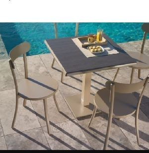 BISTRO ROUND TABLE CHAIR