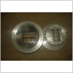 Extrusion Plate For Detergent Cake