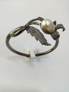 Leaf Shaped Silver Stone Ring