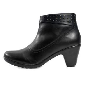 Black Leather Stylish Winter Cuban High Heel Half Boot