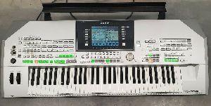 Yamaha Tyros 2 Digital Work Station 61 Key Piano w extras