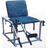 Quadriceps Table With Backrest Chairs