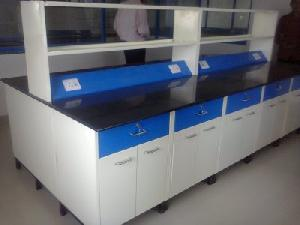 Central Lab Table
