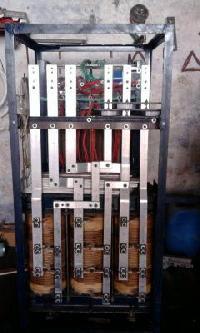 Carbon Roller Type Servo Voltage Stabilizer