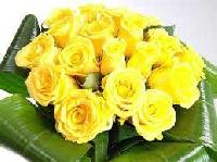 20 Yellow Rose With Green Leaves Bunch