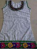 Ladies White Embroidered Cotton Kurti